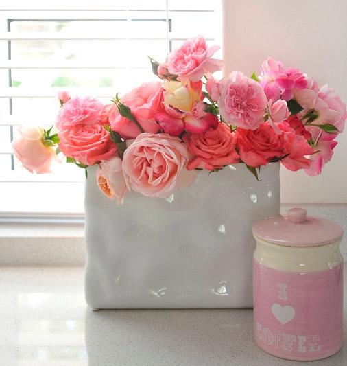Выбирайте оригинальные флористические композиции, выполненные мастерами салона «Парижанка» – букет цветов с доставкой по городу Казань обойдется недорого.